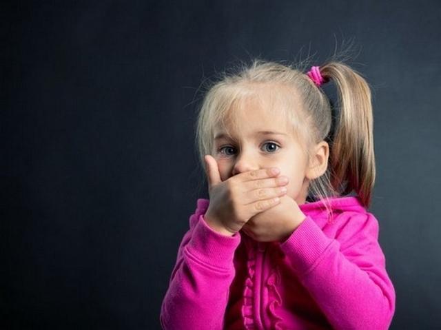 Запах калу у дитини найчастіше пов'язаний з неправильним харчуванням або зараженням гельмінтами