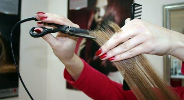Запечатані кінчики волосся після стрижки гарячими ножицями