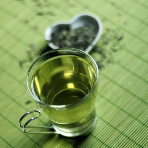 Зелений чай при ударі особи